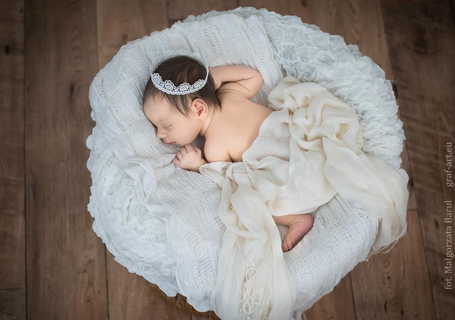 Zuzia, mała księżniczka -sesja noworodkowa