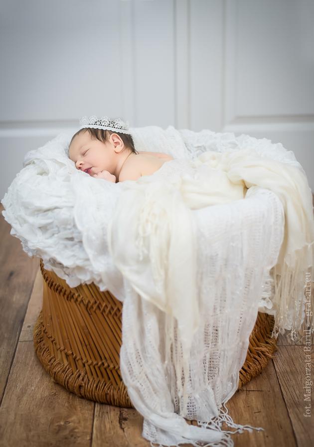 Zuzia-sesja noworodkowa. graf-art.eu  fot. Małgorzata Barul Opoczno
